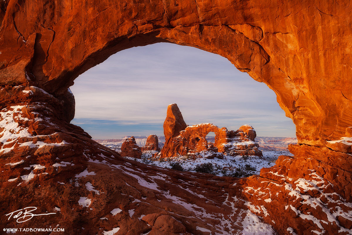 Utah,Snow,Sunrise,pink,Turret Arch photos,North Window pictures,Window,Arches National Park images, photo